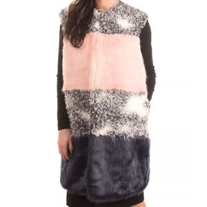 Color Blocked Faux Fur Sleeveless Gilet